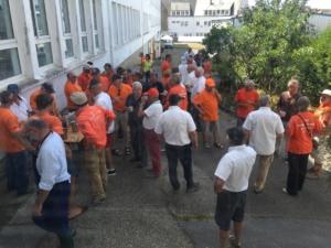 Les bénévoles de la SNCM arrive à la cantine